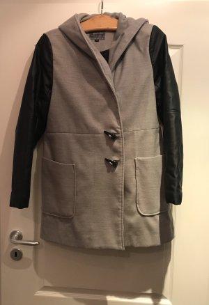 Grauer Mantel mit Fake Leder Ärmeln
