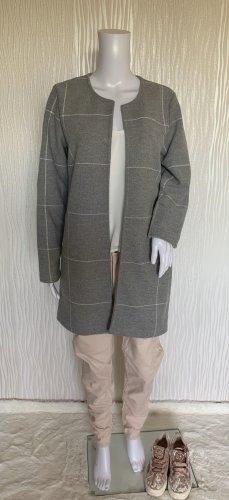 Grauer Mantel von Reserved
