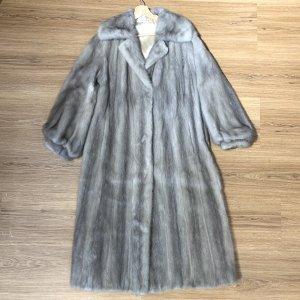 Futrzany płaszcz jasnoszary-beżowy Futro