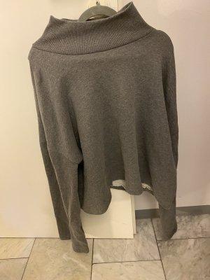 Grauer neuer Pullover mit Rückenausschnitt