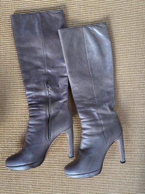 Grauer Prada Stiefel im Used Look