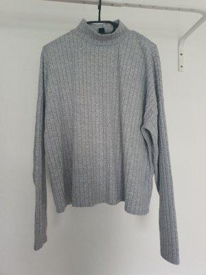 Grauer Pullover Größe L