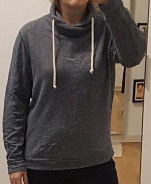 Grauer Pullover (L) von WE mit weißen Kordeln