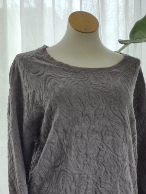 Grauer Pullover mit gesticktem Muster