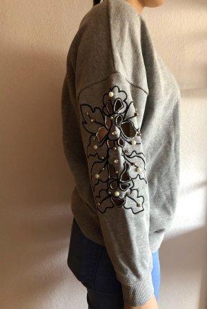Grauer Pullover mit Glitzer