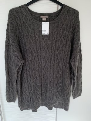 Grauer Pullover mit Muster