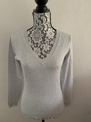 Grauer Pullover mit V-Ausschnitt Gr. S