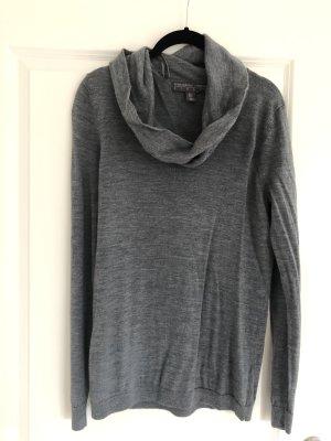 Grauer Pullover mit Wasserfallkragen Gr. 38