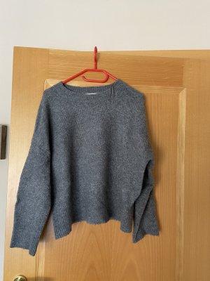 Grauer Pullover Zara
