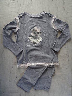 Grauer Pyjama mit süßen Spitzendetails
