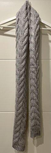 Grauer Schal aus Polyacryl und Wolle