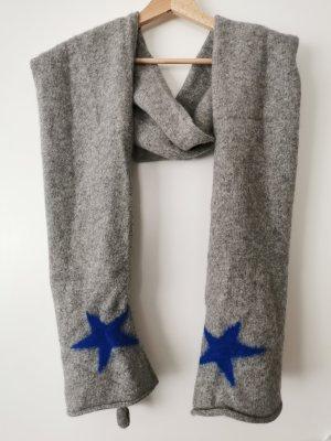 grauer Schal mit Sternchen