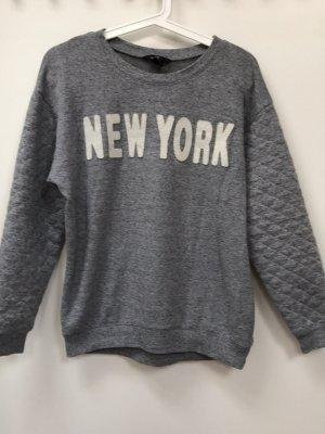 Grauer Sweater, XS, 32/34, H&M, NEW YORK - Schriftzug, mit Bündchen, abgesteppten Ärmeln