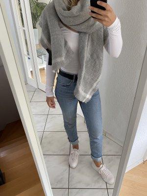 Grauer Woll-Schal von Zara