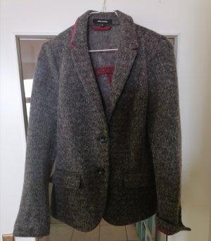 grauer Wollblazer mit pinken Highlights