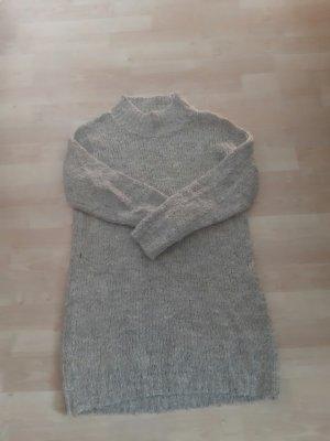 Grauer Wollpullover