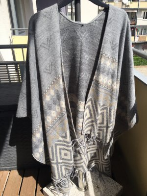 Graues Cape mit hellem Muster, one size