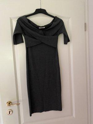 Graues Dekolleté freies enges Kleid