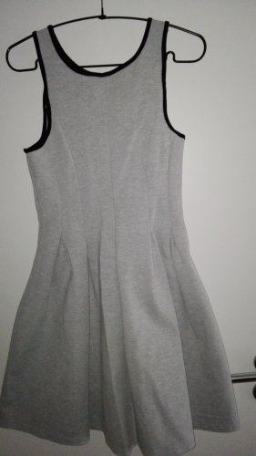 Graues Jersey Kleid