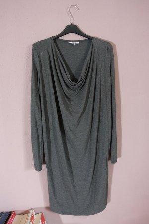 Graues Kleid, drapiert, Ganni, Wasserfallausschnitt, schlicht, minimalistisch
