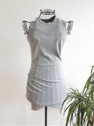 Graues Kleid mit asymmetrischer Rock