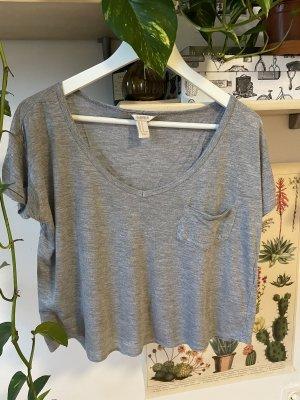 Graues leicht gecroptes T-shirt