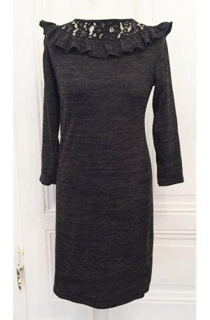 Graues meliertes Kleid mit Rüschen / Volants und Details aus Spitze