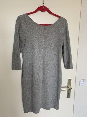 Graues Minikleid mit ausgeschnittenem Rücken