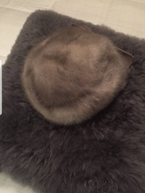 Chapeau en fourrure gris