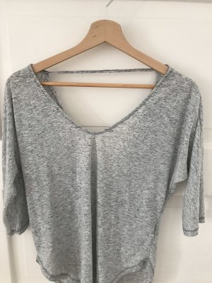 Graues Shirt mit offenem Rücken