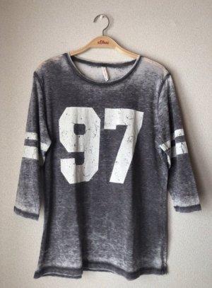Graues Shirt mit Schriftzug