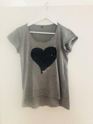 Graues Shirt mit Wendepailletten