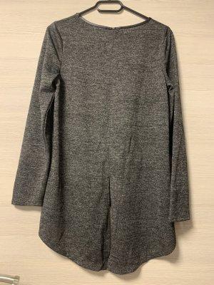 Graues Sweatshirt mit Schlitz