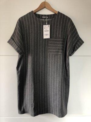 Graues T-Shirt-Kleid