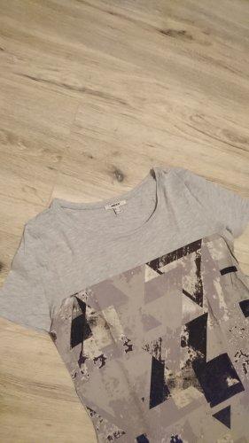 Graues T-Shirt mit geometrischem Muster