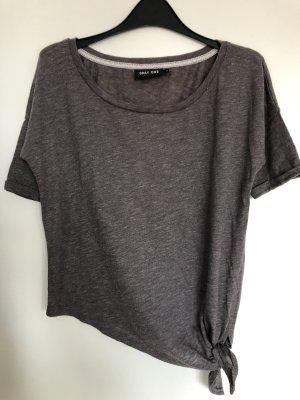 Graues T-Shirt mit Knoten