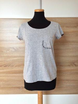 Graues T-Shirt, Shirt mit Spruch von Reserved, Gr. S