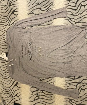 Graues Tshirt der Marke Janina