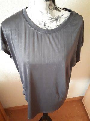 Graues Tshirt im metallic-Look