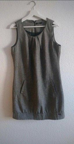 graumeliertes Kleid
