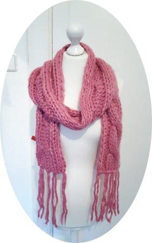 Grobstrick Schal mit Fransen und Zopfmuster in rosa