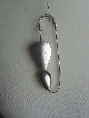 Button silver-colored