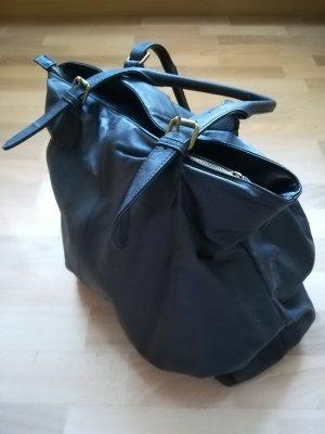 Große, schwarze Handtasche