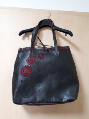 Große Tasche mit zusätzlicher Innentasche