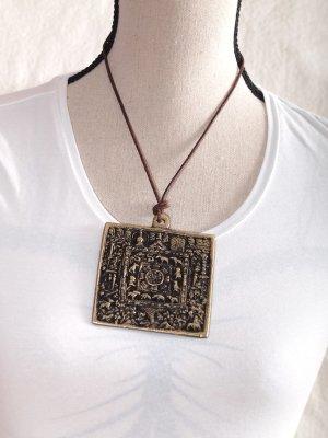 großes Amulett