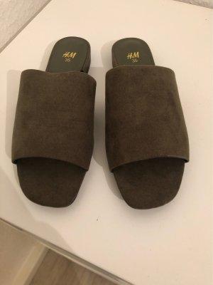H&M Sandalias de playa gris verdoso