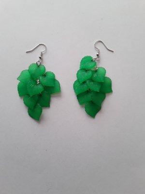Dangle green