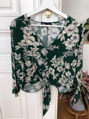 Grüne Bluse mit Blumen