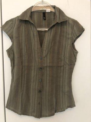Grüne Bluse ohne Ärmel