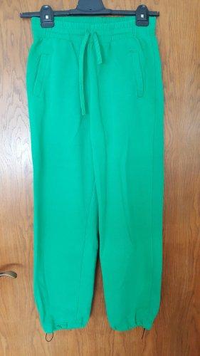 grüne Jogginghose